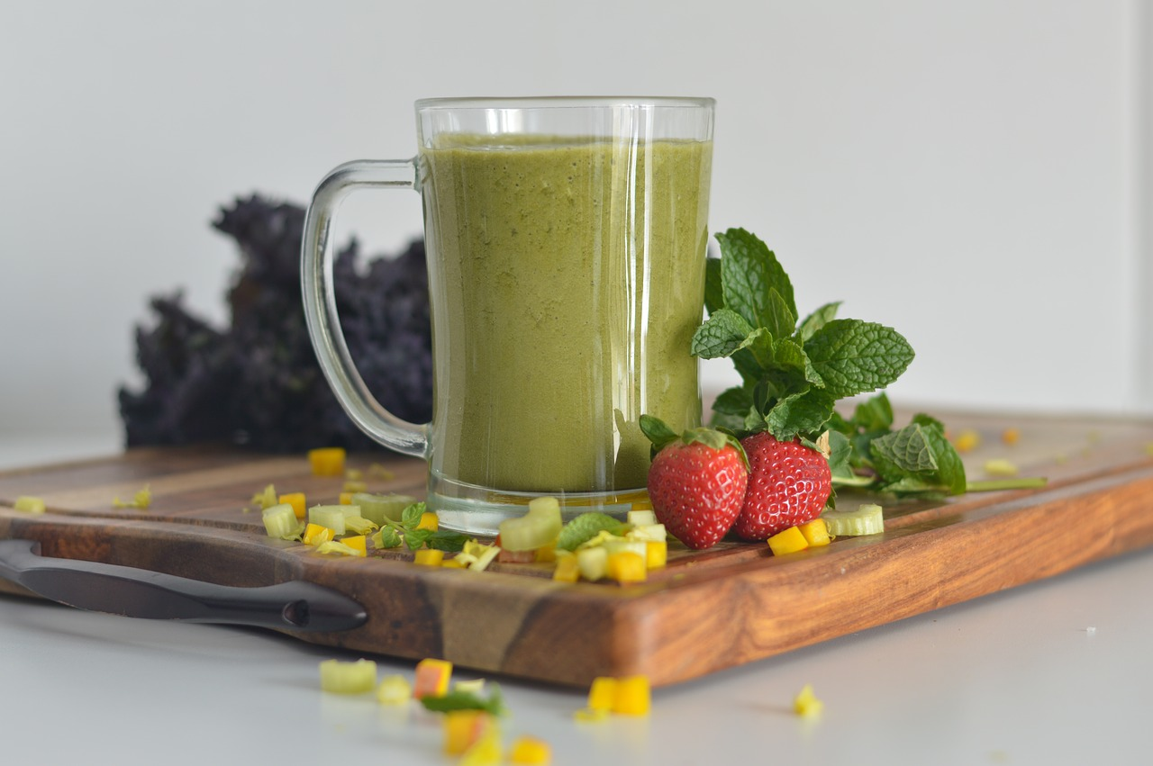 Detox Smoothies to Spring Clean the Gut